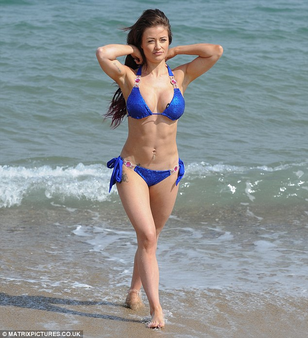 Ex On The Beach's Jess Impiazzi flaunts abs as she laps up ...