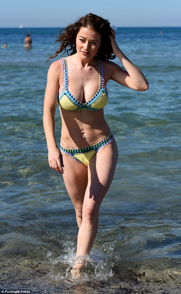 Jess Impiazzi flaunts her ample cleavage in Ibiza | Daily ...