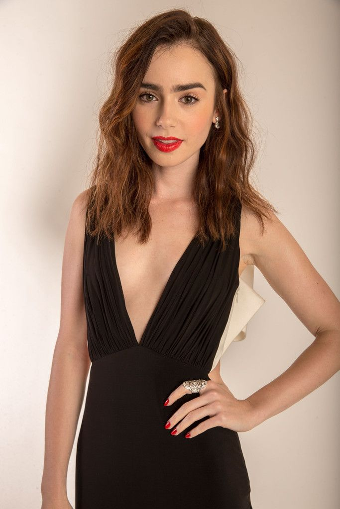 Pin auf Style Icon: ❀ Lily Collins ❀