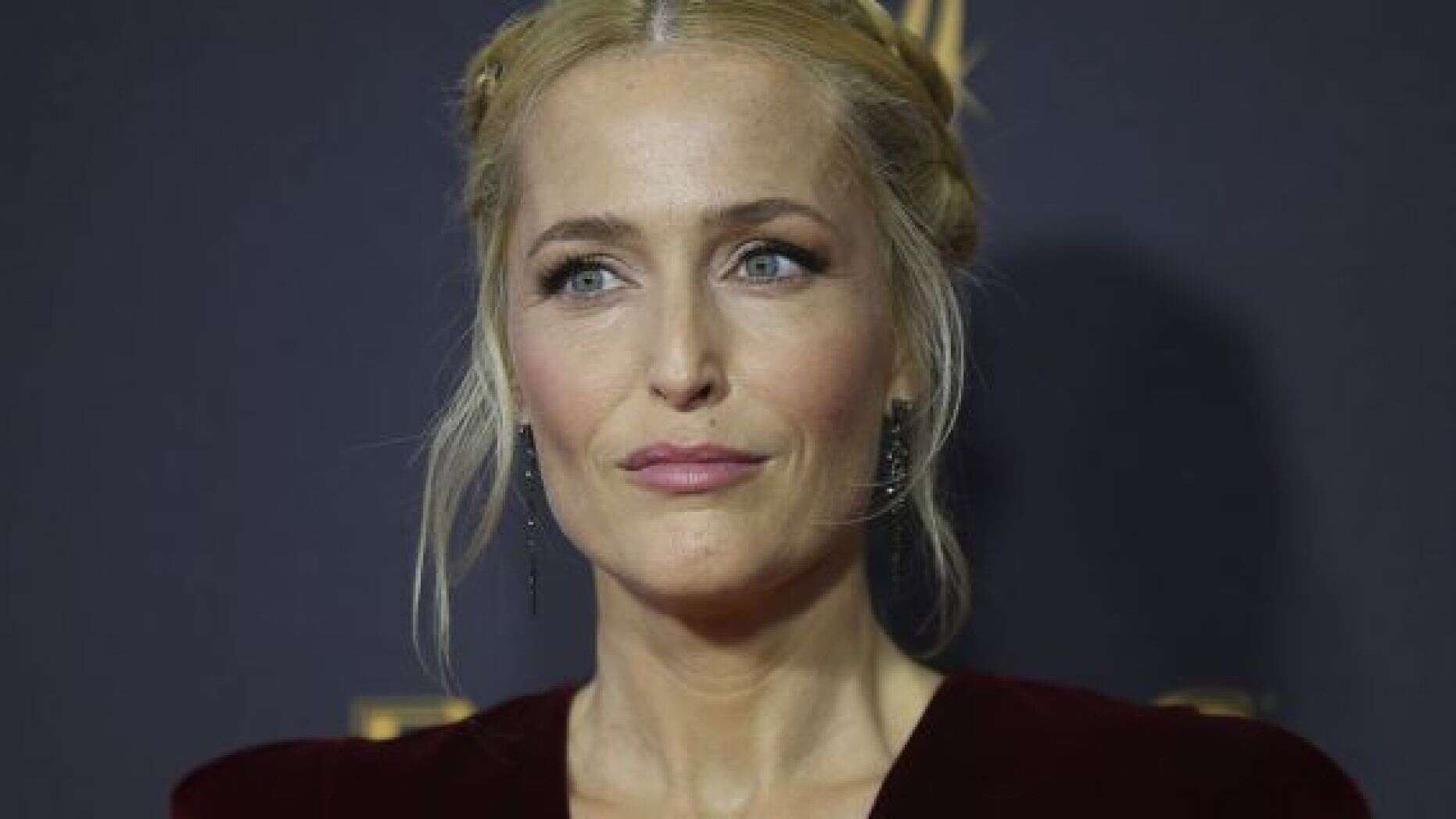 Gillian Anderson Poses Completely Naked For Anti-Fur Campaign!