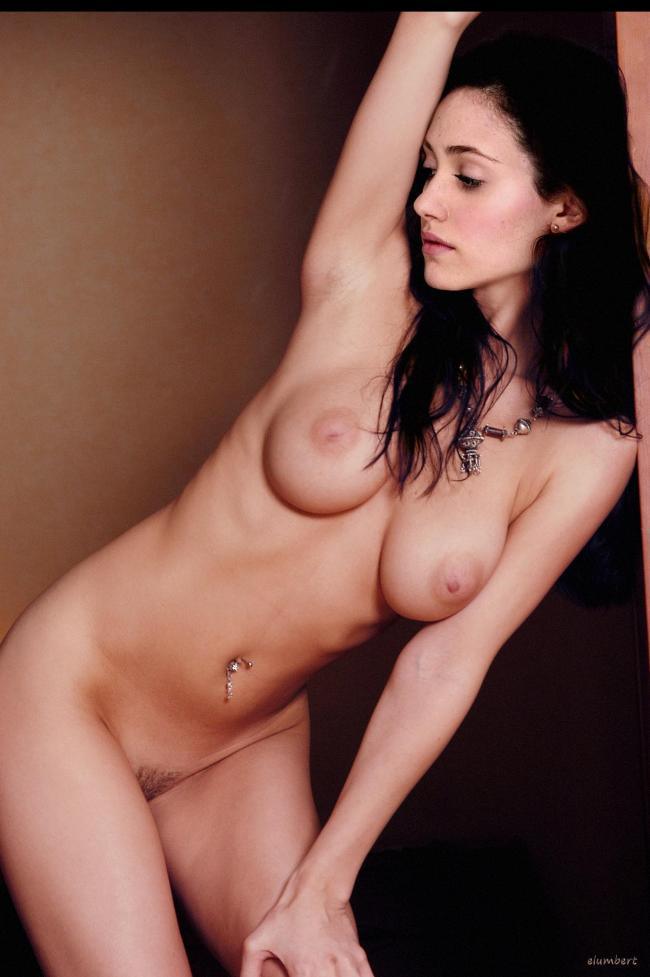 Emmy Rossum Nude - 9 Pictures: Rating 8.70/10