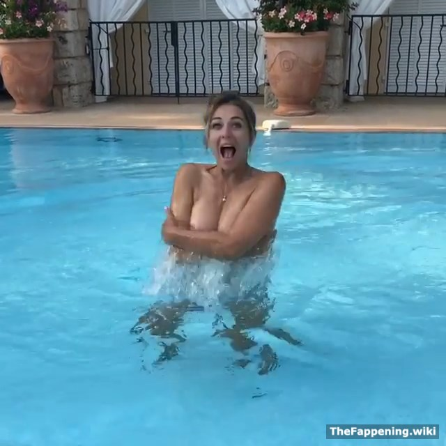 Elizabeth Hurley Nude Pics & Vids - The Fappening