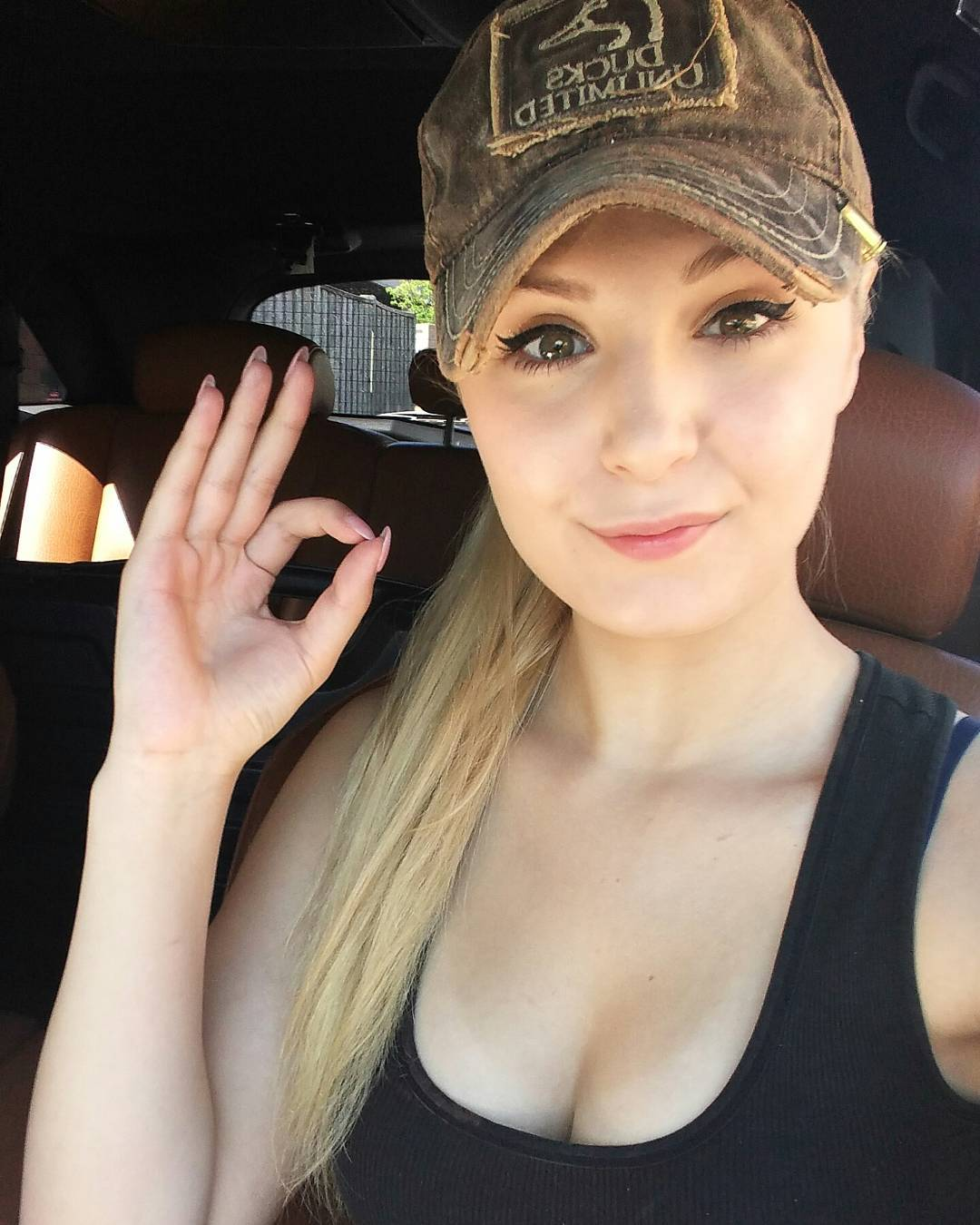 49 Hot Pictures Of Lauren Southern Which Will Make Your Day