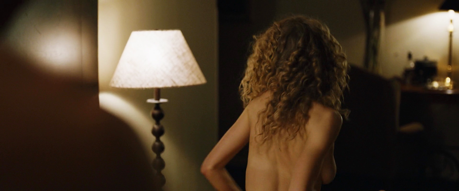 Naked Penelope Mitchell in Zipper < ANCENSORED