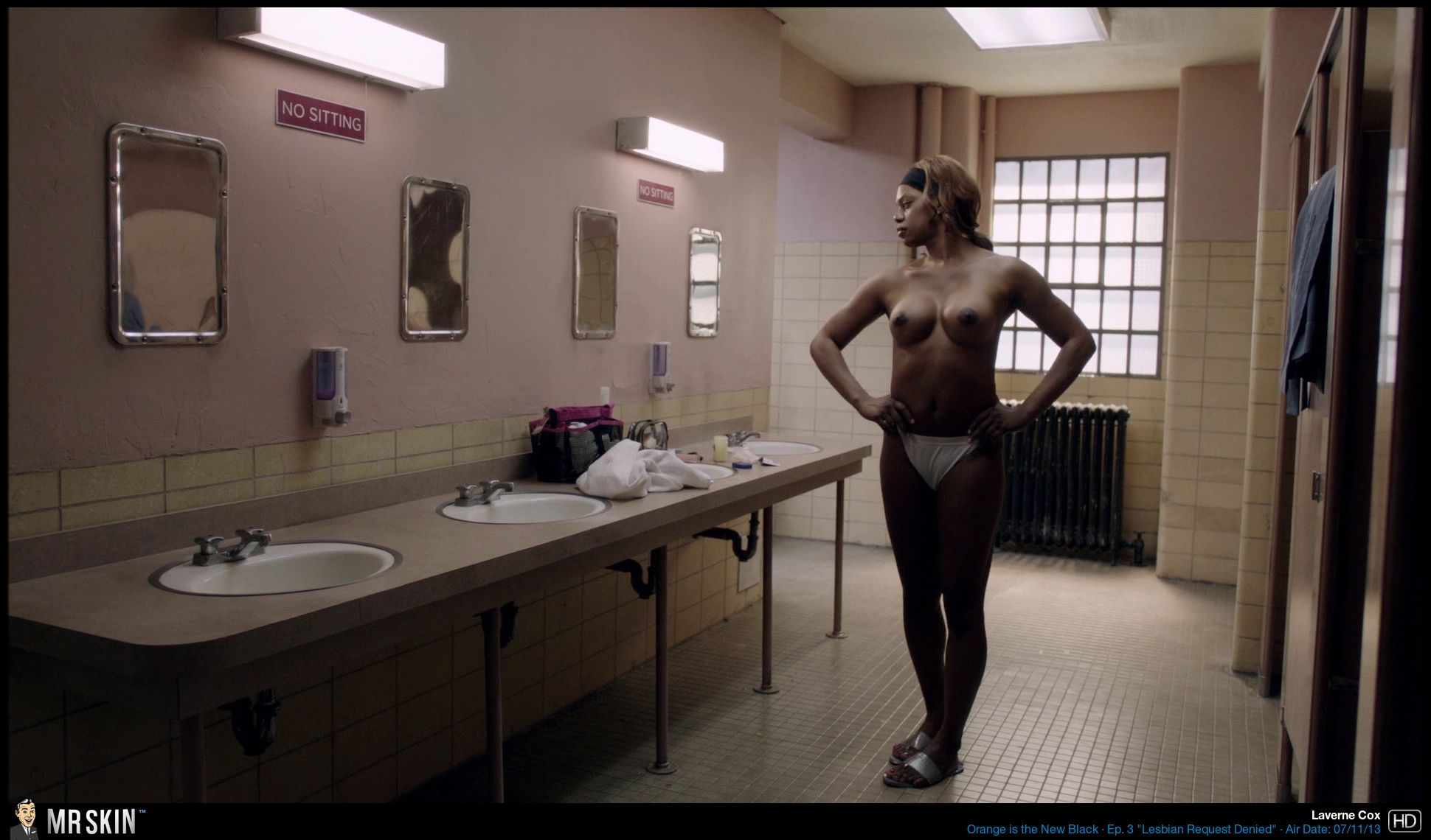 Naked Laverne Cox in Orange Is the New Black < ANCENSORED