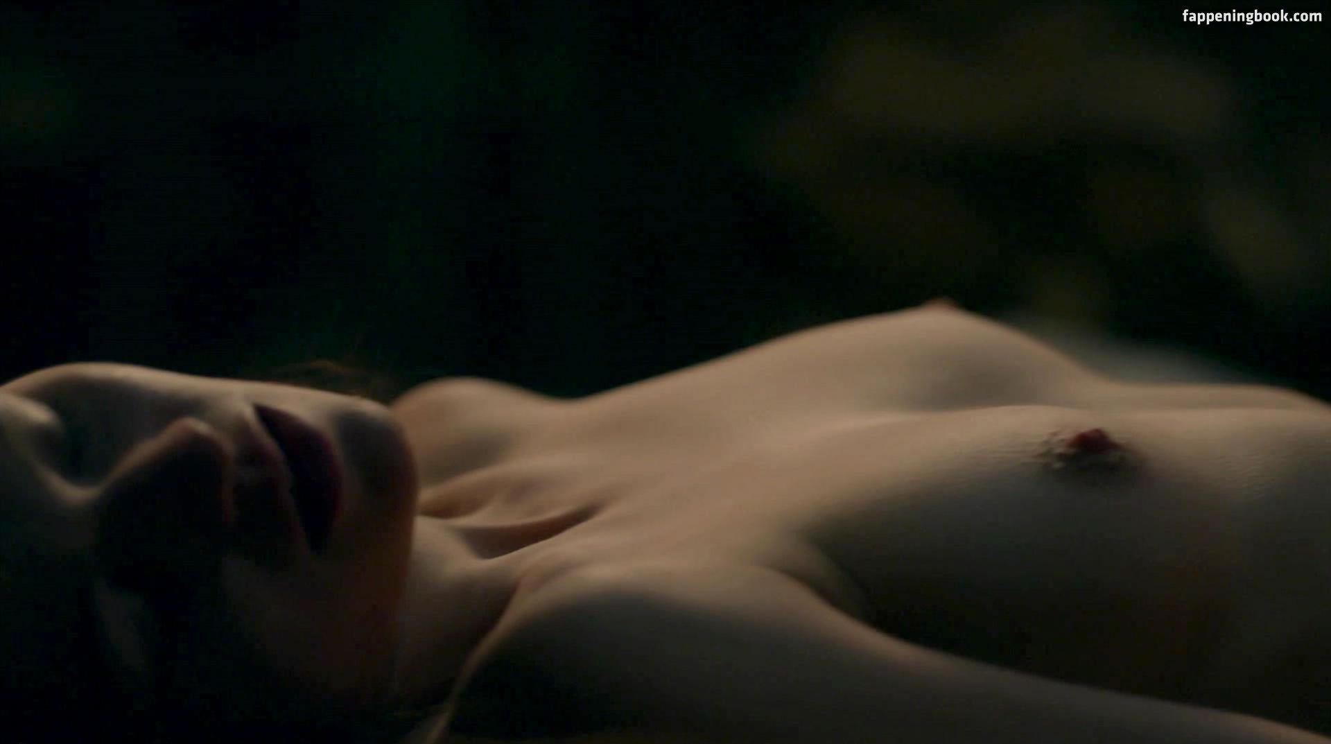 Sophie Skelton Nude, Sexy, The Fappening, Uncensored - Photo ...