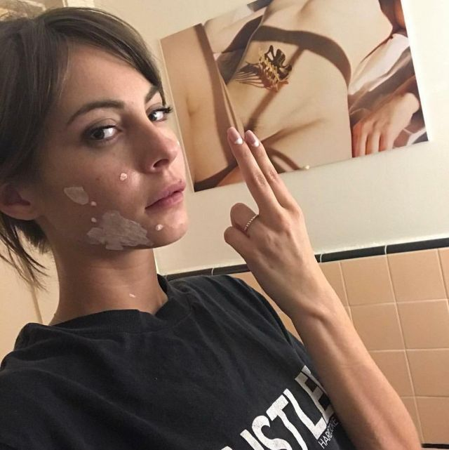 The black t-shirt Hustler worn by Willa Holland on his ...