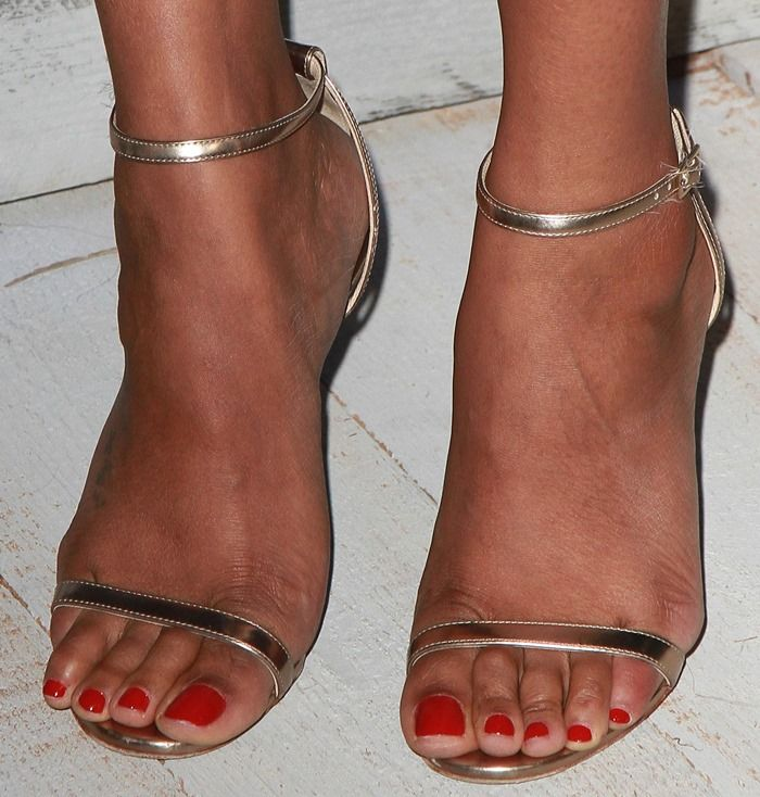 Zoe Saldana Suffers Toe Overhang in Strappy Jimmy Choo Heels ...