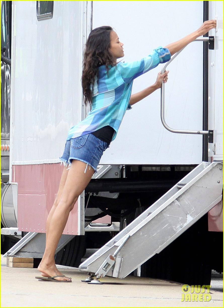 Zoe Saldana: Blue for 'Blood Ties': Photo 2675539 | Clive ...