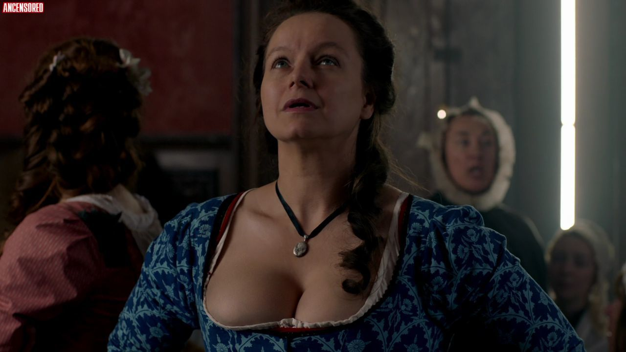 Naked Samantha Morton in Harlots < ANCENSORED
