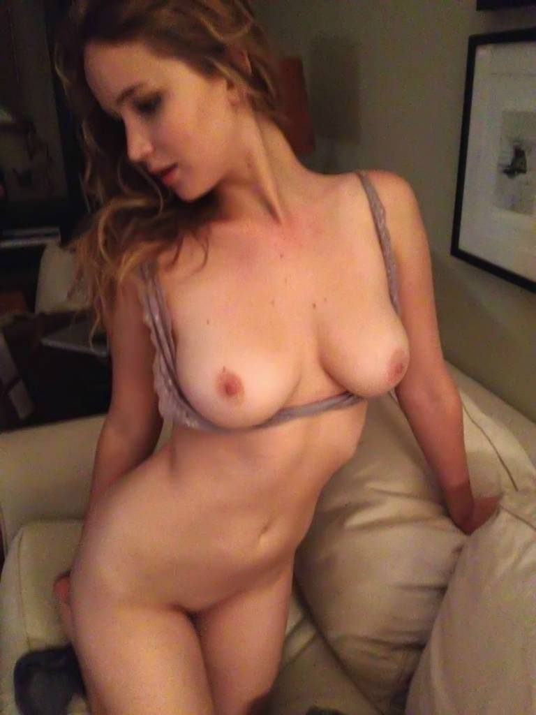 Jennifer Lawrence Nude in The Fappening – Leaked Celebrity Tapes