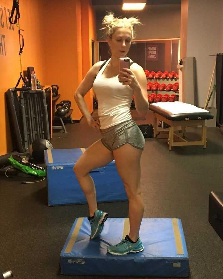 Iliza Shlesinger Ass (38+)