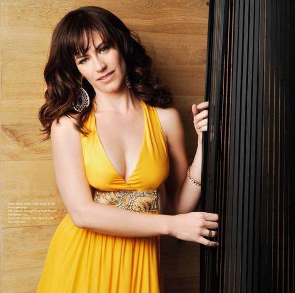 Enjoy Maggie Siff's Sexiest Shots & Near-Nude Pics