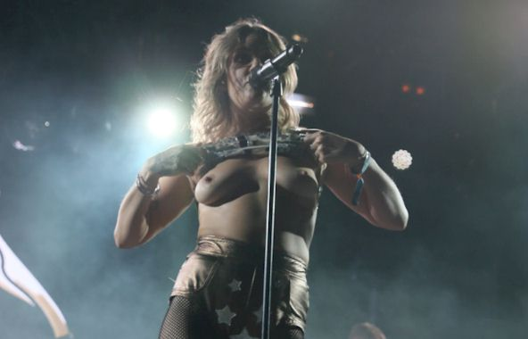 Tove Lo Flashes Boobs at Coachella! – The Nip Slip