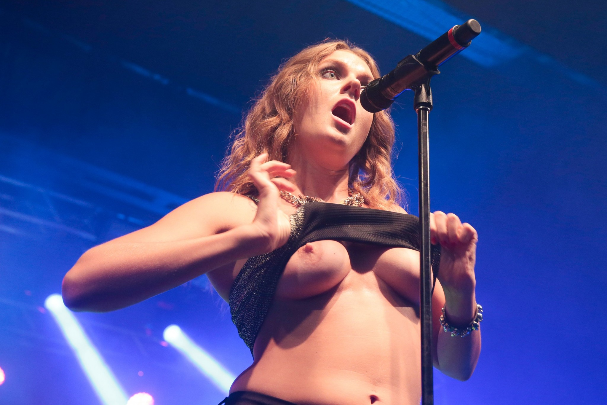 Tove Lo Flashing Her Tits While Performing In Rio De Janeiro ...