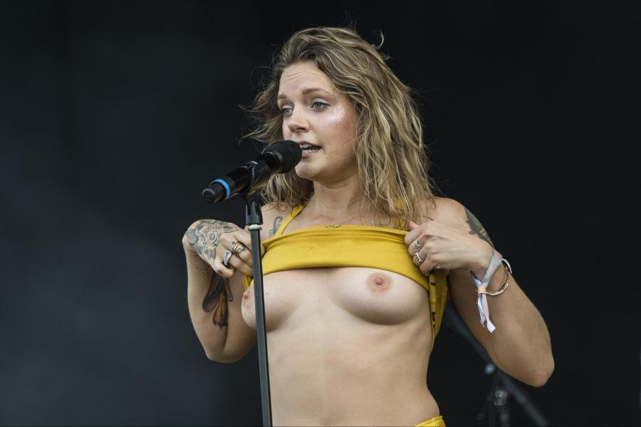 Tove Lo flashes crowd at Tinderbox in Denmark (NSFW) : Celebs